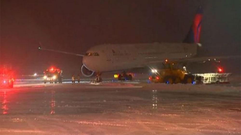No injuries after Vikings plane slides off runway in Wisconsin