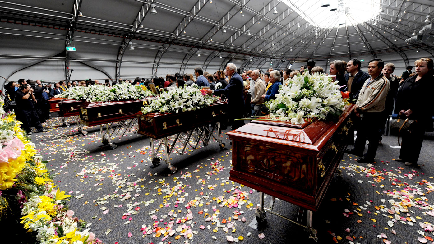 Mourners pay their respects during the Lin family funeral at Olympic Park in Sydney on August 8, 2009. (AAP)