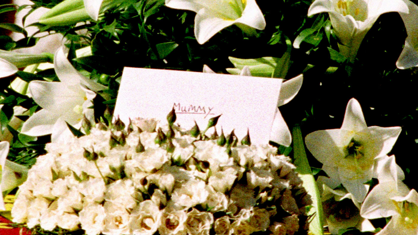 "A single envelope with ""Mummy"" written on it sits on Princess Diana's casket. (AAP)"