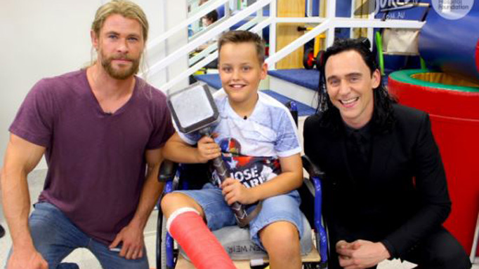 Chris Hemsworth brings his Thor hammer (and Taylor's beau Tom Hiddleston) to visit Brisbane children's hospital