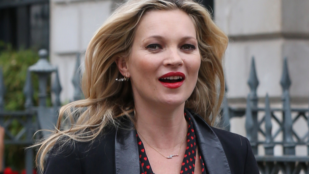 Kate Moss glitters in gold at London fashion dinner