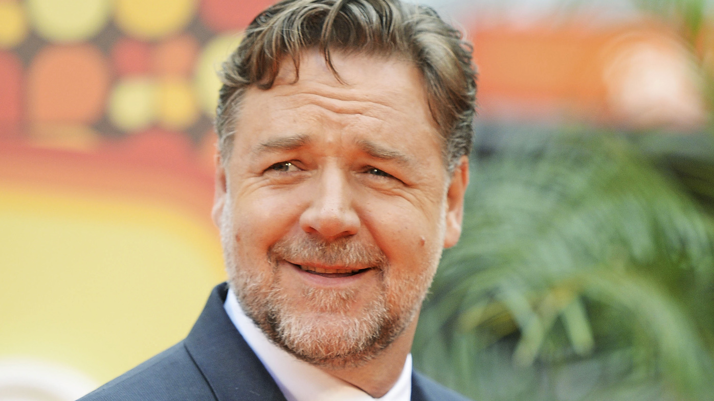 Russell Crowe swiftly ...