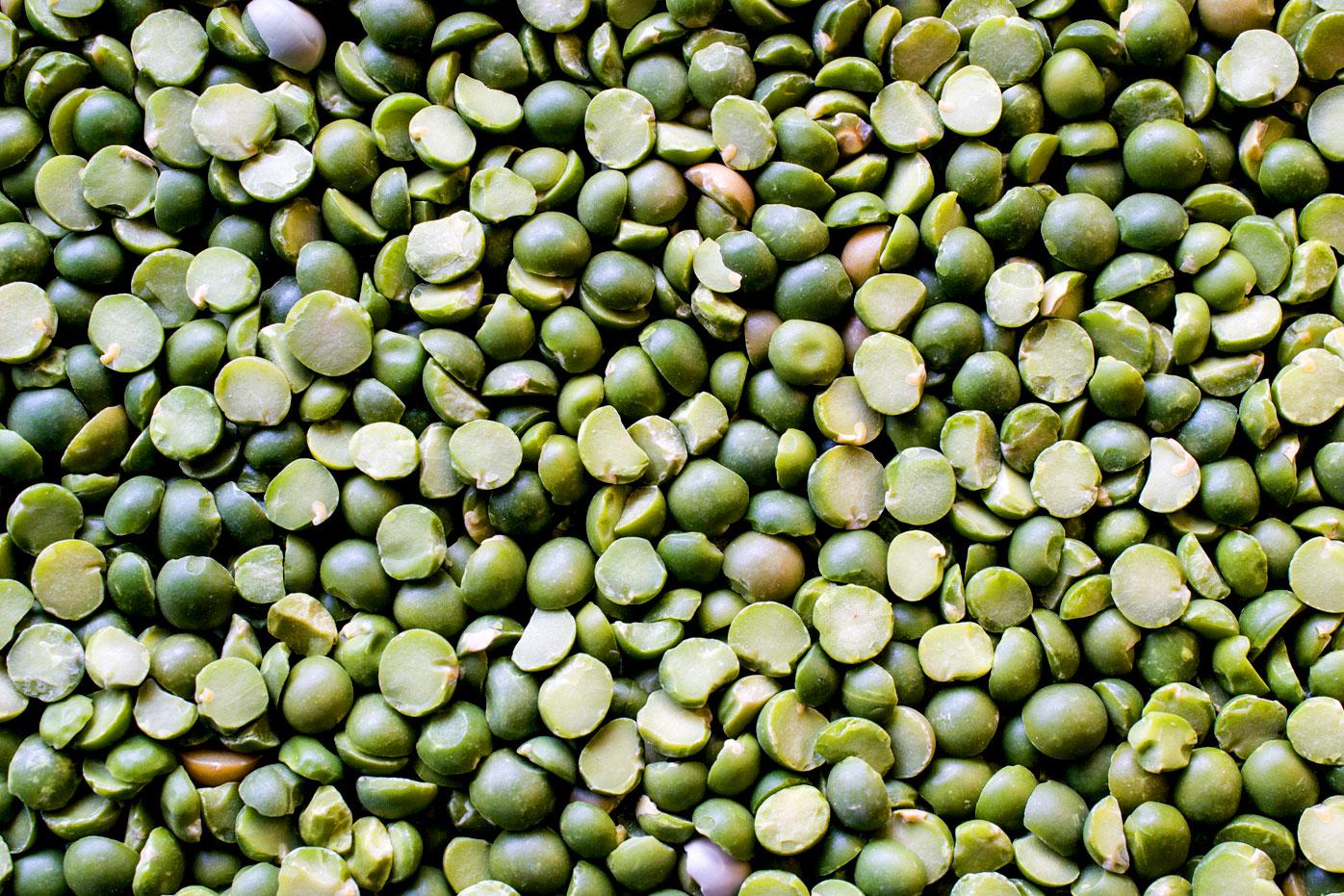 Half a cup of cooked split peas (98g): 8.2g fibre