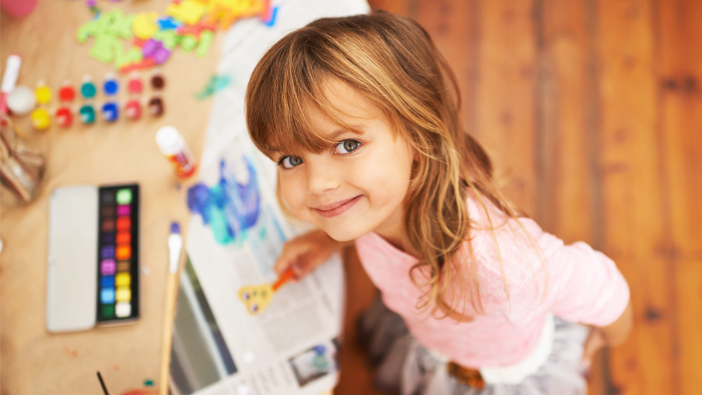 <p>The weather is dismal and your little ones are bored. So bored.</p> <p>They're finally over their fidget spinners and you don't feel like heading to another movie.</p> <p>For a little old-fashioned fun, we've pulled together some cute craft ideas for little kids. And don't worry - they don't need a zillion bits and pieces to make them, and they don't require an art degree. We promise.</p> <p>Swipe on through for some DIY projects using everyday household items like paper towels and cupcake cases — plus cool arty kits to buy ...</p>