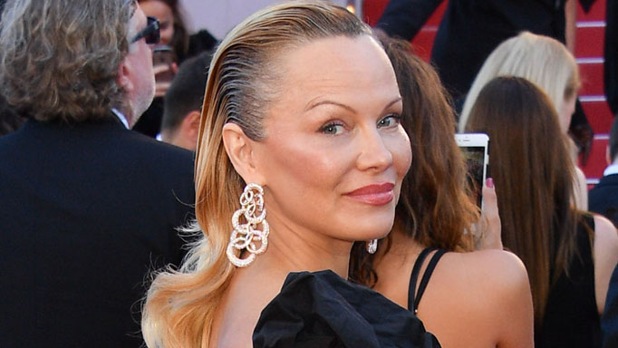 pamela anderson unveils dramatic new look at cannes film festival 2017 9thefix. Black Bedroom Furniture Sets. Home Design Ideas