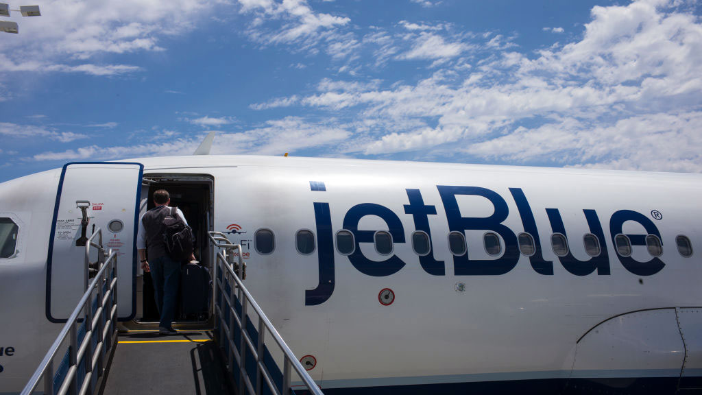 Family claims they were kicked off JetBlue flight without explanation