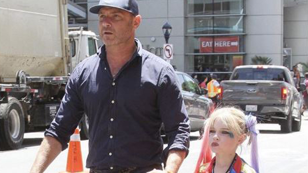 Liev Schrieber and son Kai, eight, his Comic-Con. Image: Twitter/@CGB Posts