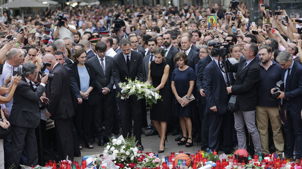 <p>The Spanish royal family have attended a solemn mass at Barcelona's Sagrada Familia basilica for the victims of the terror attacks that killed 14 people and wounded more than 120 last week. </p>                                                                     <p>King Felipe VI and Queen Letizia also visited Las Ramblas, the site of the attack, to lay flowers in tribute to those affected by the attack. <br />                                                                     <br />                                                                     </p>
