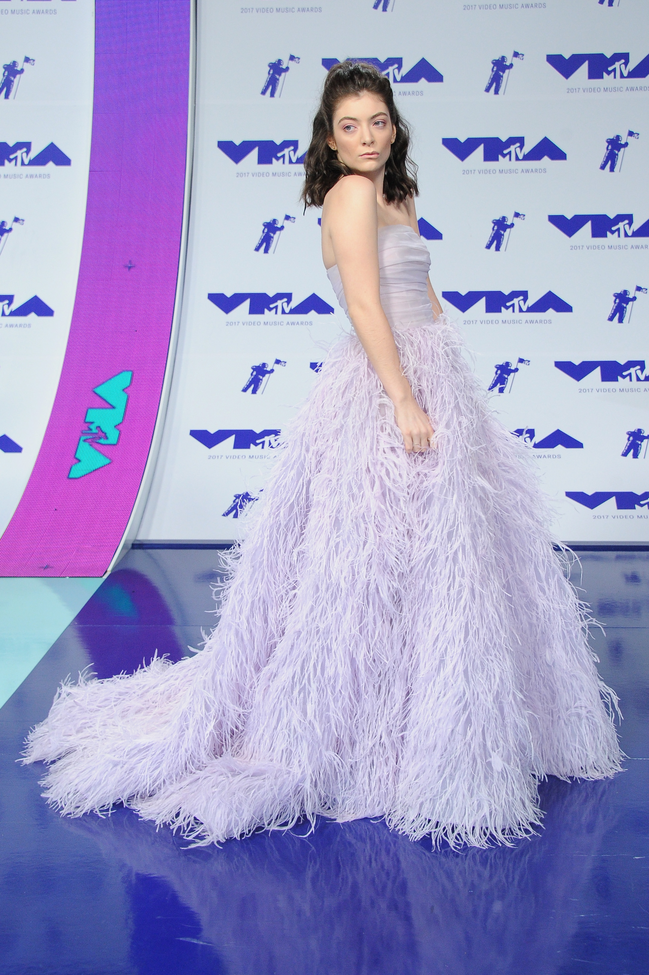 <p>LOSE </p> <p>Lorde in Monique Lhuillier at the MTV VMAs in LA on August 29.</p> <p>It's pretty but we are starting to miss the singer's edgier approach to dressing.</p>