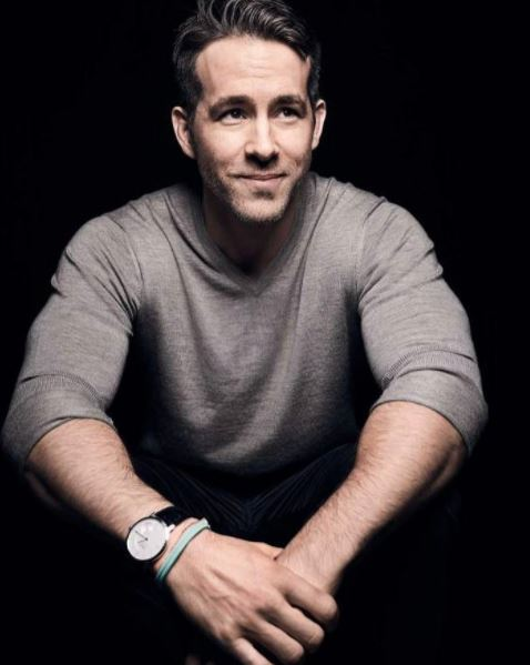 <p>Here's a hot dad. </p> <p>Yes, it's actor Ryan Reynolds. All together one, two, three, aaaaahhhhh. Now back to reality and the actual dads in our lives. 'Cause you do know Father's Day is coming up on right? Don't you?</p> <p>Well we do and we've put together a winning list of gifts to suit all manner of dads. Hot dads, creative dads, boozy dads and sporty dads. So stop staring at Ryan and start swiping ...</p> <div> </div>