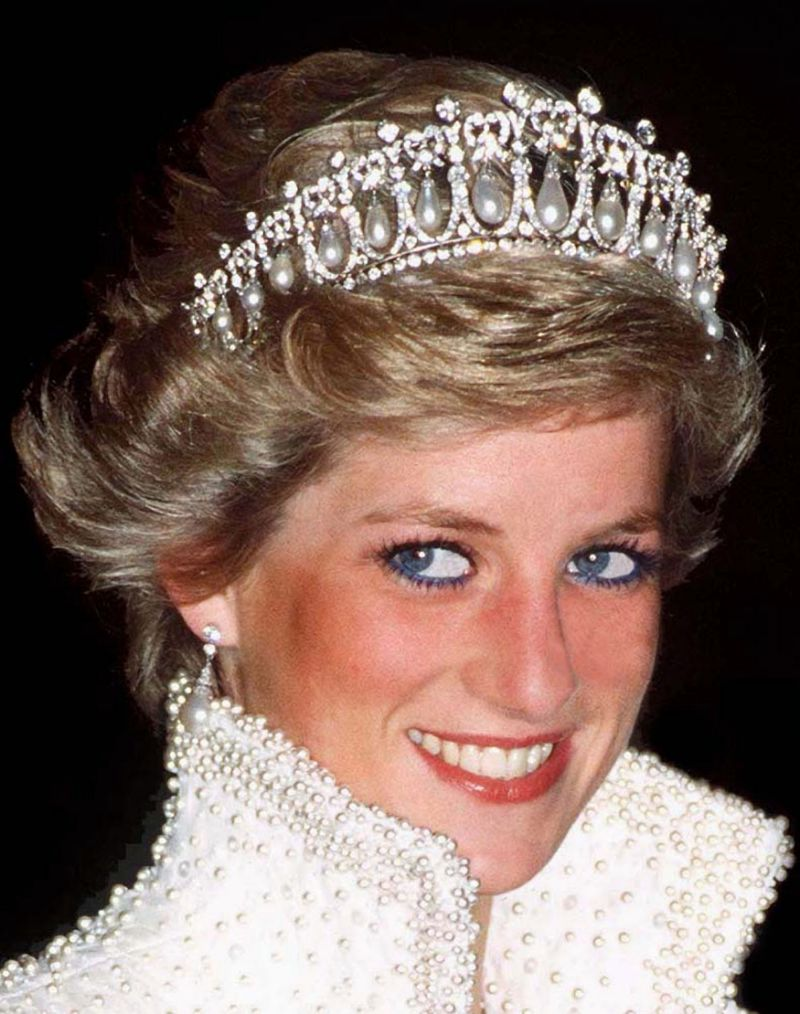 "<p>Princess Diana's makeup artist revealed this week why she asked the style icon to ditch blue eyeliner.</p> <p>Along with her Sloane Ranger blonde 'do, the devoted mother of Prince William and Prince Harry and HIV-awareness campaigner was instantly recognisable with her blue eye makeup. </p> <p>In an interview with <a href=""https://www.yahoo.com/beauty/princess-diana-stopped-wearing-blue-eyeliner-193052225.html"" target=""_blank"">Yahoo</a>, makeup artist Mary Greenwell, said she was responsible for the switch.</p> <p> ""I think beiges and browns are just so much prettier. Simple as that,"" Greenwell said. ""She felt no need to be showy, so she kept her makeup subtle and appropriate for the occasion. She loved to exaggerate her gorgeous eyes and wear loads of mascara."" </p> <p>Greenwood, who has worked with Jennifer Lawrence and Naomi Campbell, might live to regret the style switcheroo with blue eyeliner making a return on models such as Cara Delevingne.</p> <p>Here are the beauty trends making a style comeback.</p>"