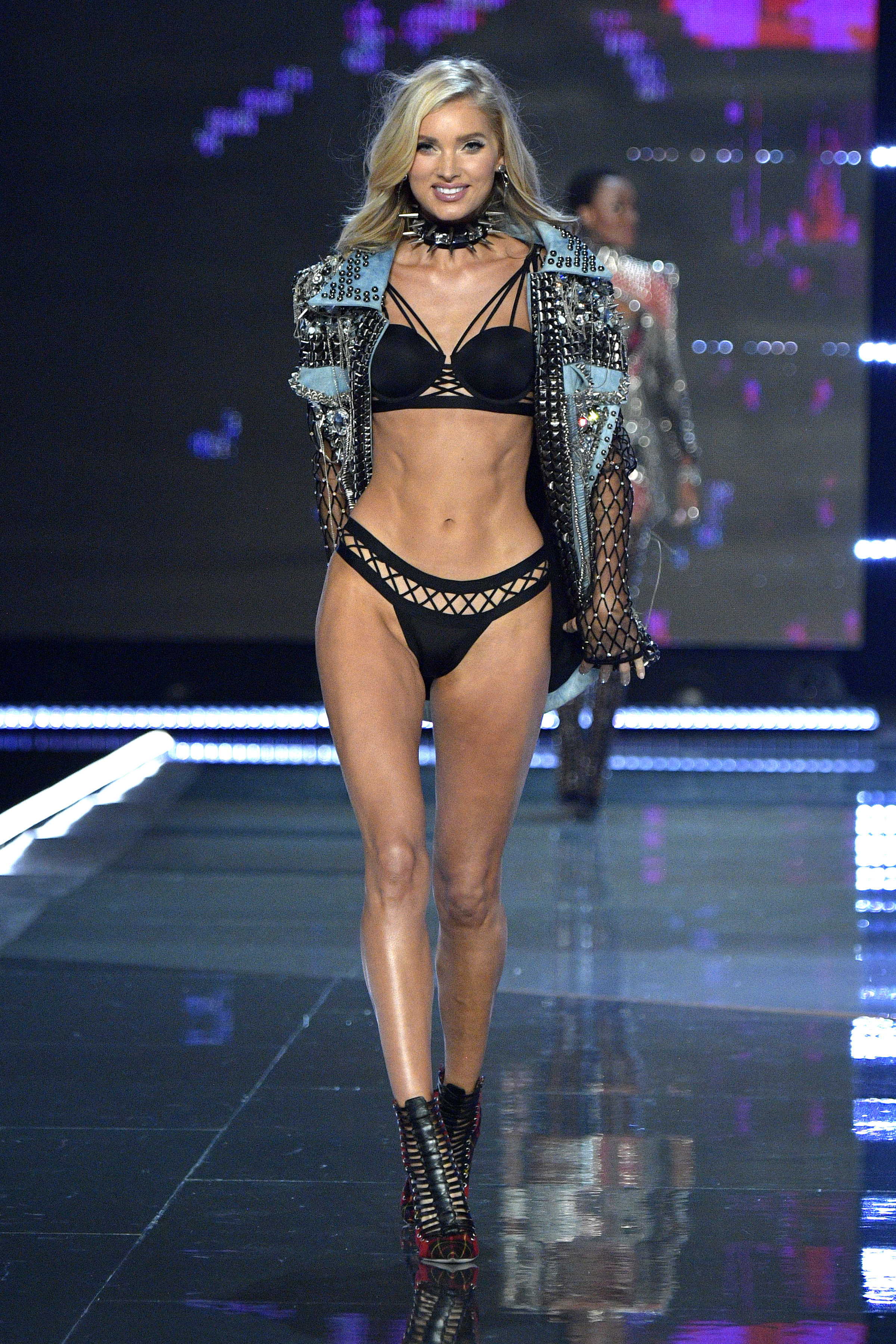 Angels Of Victoria Secret 2017 >> Victoria's Secret runway 2017 | 9Style