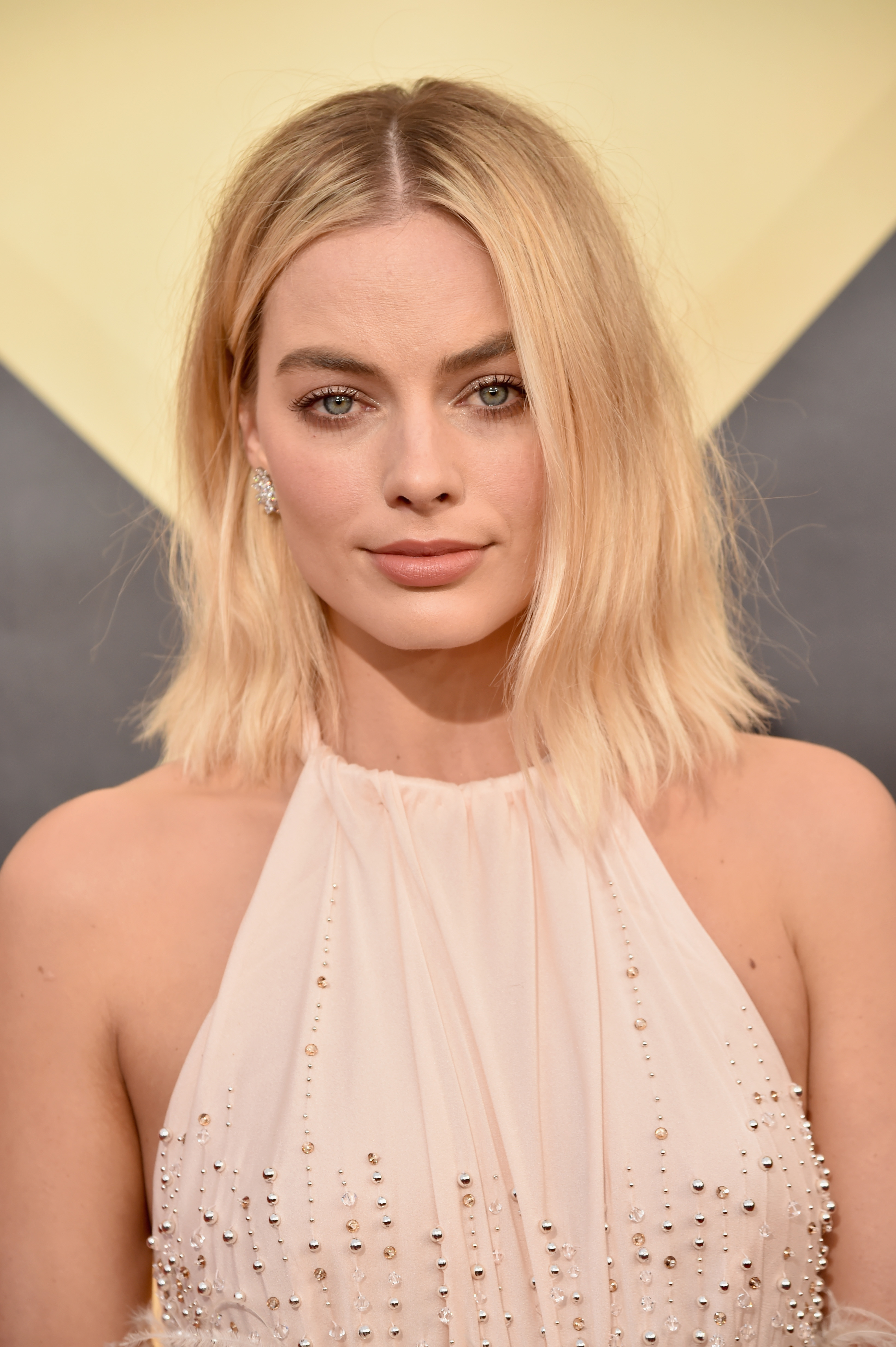 "<p><em>I Tonya</em> star Margot Robbie made a show-stepping entrance on the red carpet at this year's <a href=""https://style.nine.com.au/2018/01/22/09/12/sag-awards-2018-red-carpet-fashion"" target=""_blank"">Screen Actors Guild Awards</a> in a delicate, blush-coloured Miu Miu gown, but it was her luminous makeup and 'bed head' hair that made the biggest impression.</p> <p>The Australian actress went for a messy and undone 'do that added a punky edge to her look and was the perfect complement to match her soft nude lip and thick brows.</p> <p>This year's SAG Awards not only played host to a sartorially diverse red carpet where black was far from the only colour on show, but also an array of bold and elegant beauty looks.</p> <p>Click through to see all our favourite beauty looks from the 2018 SAG Awards.</p>"