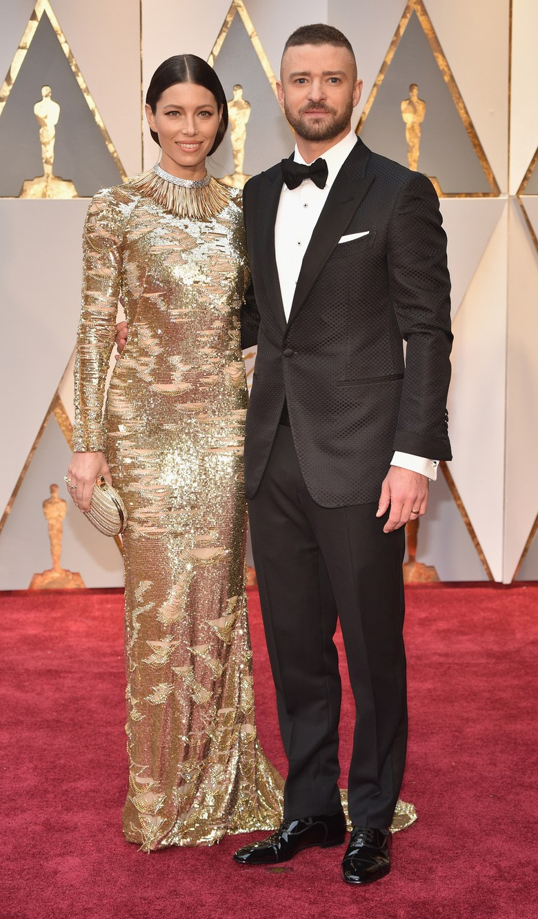 What could be better than one style icon? Two of course.<br /> <br /> And when you're an A-list couple and you want the world to know how very stylish you are, the red carpet at the Academy Awards is the place to do it.<br /> <br /> Whether it's the undeniable cool-factor of '90s IT couple Cindy Crawford and Richard Gere, or the sleekness of Justin Timberlake and Jessica Biel at last year's ceremony, Hollywood's most- beautiful people know that a well-dressed significant other is their best accessory.<br /> <br /> With this year's Oscars just around the corner, we've compiled a list of 18 of the most stylish couples to ever walk the red carpet.
