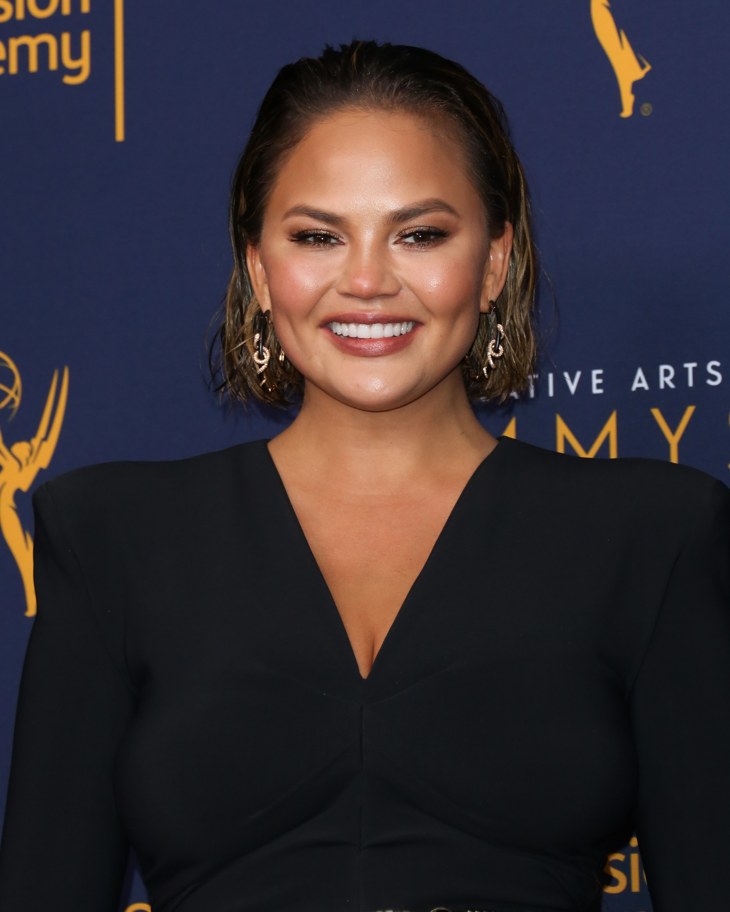 """<p><a href=""""https://style.nine.com.au/2018/09/06/21/05/gq-awards-2018-red-carpet"""" target=""""_blank"""" title=""""ModelChrissy Teigen"""" draggable=""""false"""">Model Chrissy Teigen</a> knows the best accessory to bring to the red carpet is a killer beauty look.</p> <p>Earlier this week, the wife of John Legend appeared at the Creative Arts Emmys in Los Angeles, where she looked every inch the bombshell.</p> <p> Instead of opting for the typical awards show look of a red lip and smokey eye, the mother-of-two served a lesson in effortless beauty, with glowing skin, a slicked back 'do, highlighted cheeks and the perfect pink nude lip.</p> <p>Teigen, 32, couldn't the smile off her face all night, and as much as we would like to think it was because her husband became the first African-American to receive an Emmy, Oscar, Golden Globe and Tony, we think it's because she nailed it in the make-up stakes.</p> <p>With the<a href=""""https://style.nine.com.au/2017/09/18/08/21/style_emmy-awards-2017-red-carpet"""" target=""""_blank"""" title="""" 2018 Primetime Emmys """" draggable=""""false""""> 2018 Primetime Emmys </a>just around the corner, we've taken a leaf out of Chrissy's beauty book with 10 must-have products that you'll want to apply (and then re-apply again) this Spring.</p>"""
