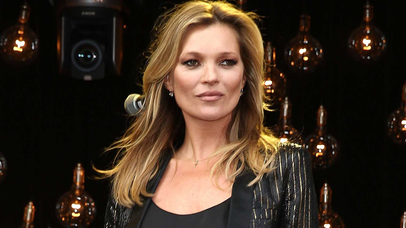 The Kate Moss guide to taking a great passport photo
