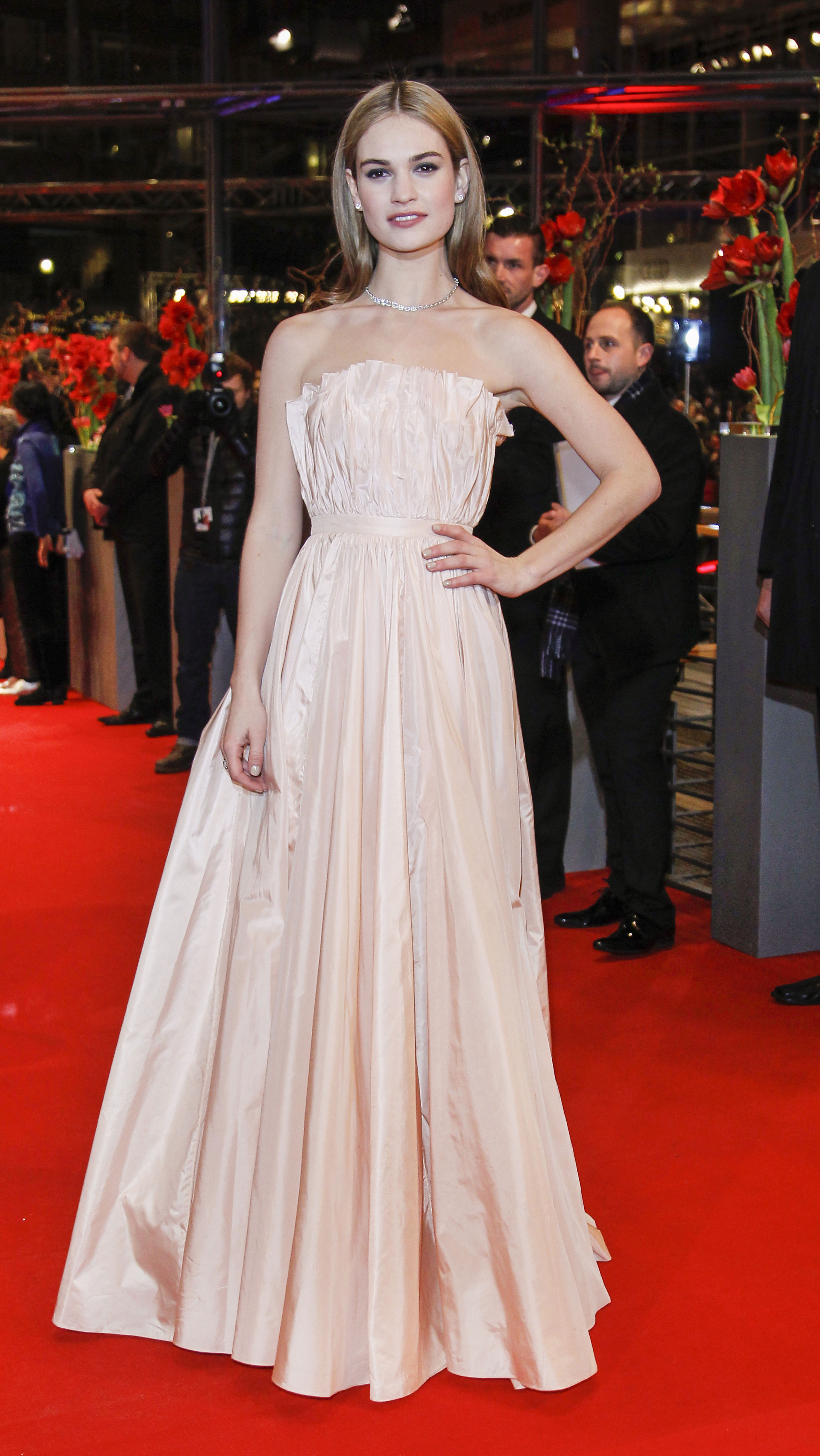 Cinderella S Lily James Is A Muse For All Brides 9style