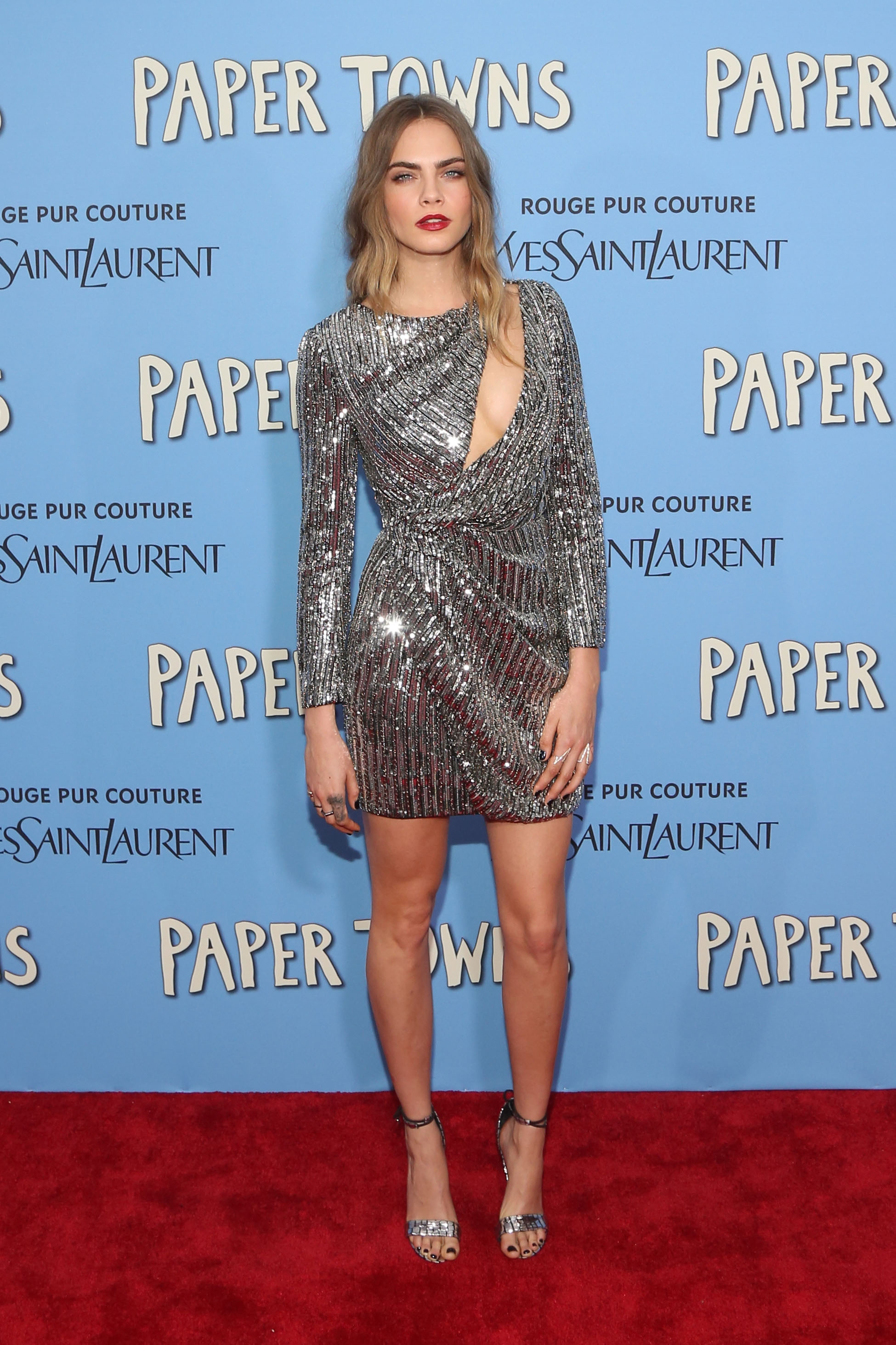 <p>Cara Delevingne's supermodel friends (in top-to-toe designerwares) hit the New York red carpet to support her new movie <em>Paper Towns.</em></p>