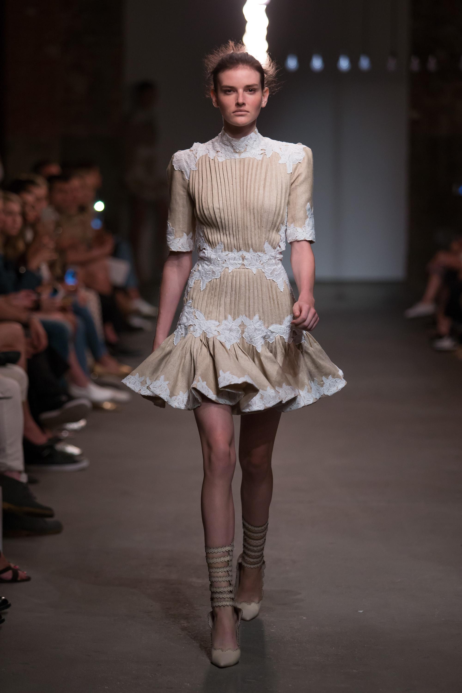 Zimmermann Feminine Dresses New York Fashion Week: Zimmermann Ready-to-wear Spring/Summer 2016