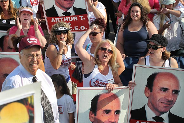 Protesters rally in support of recently restored Market Basket chief executive Arthur T. Demoulas.