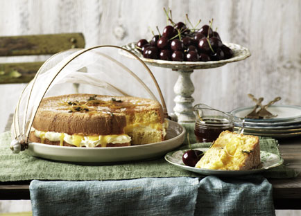 Lemon and thyme sponge cake