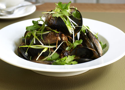 Steamed mussels with black bean and chilli