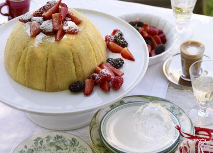 Zabaglione cake with berries