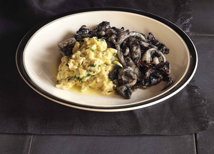 Scrambled eggs with squid in ink