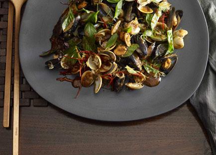 Martin Boetz: Mussel, clam and chilli jam salad