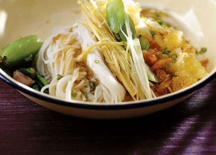 David Thompson: Pineapple and dried prawns with kanom jin noodles (Kanom jin sao nahm)