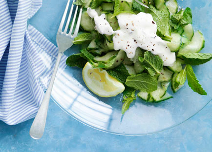 Crunchy cucumber with yoghurt and mint