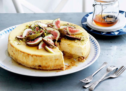 Goat's cheese cake with figs and honey