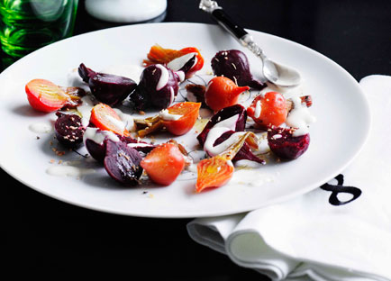 Beetroot salad with yoghurt and oregano dressing