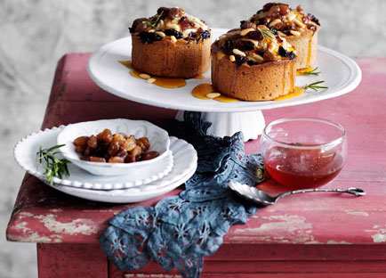 Chestnut cakes with raisins, pine nuts and honey
