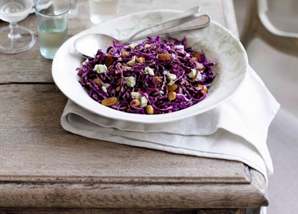 Red cabbage and hazelnut salad