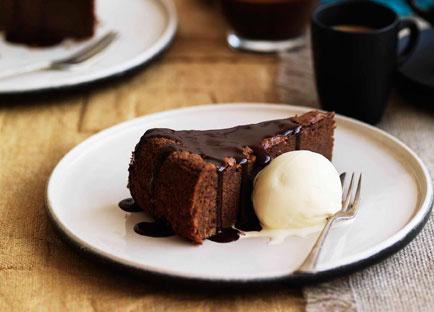 Venetian chocolate cake with star anise gelato