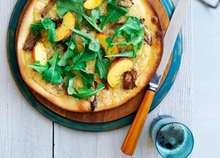 Pork pizza with provolone and peach and rocket salad
