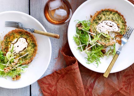 Goat's curd tartlets with apple and frisée salad
