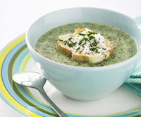 Spinach soup with goat's cheese toasts