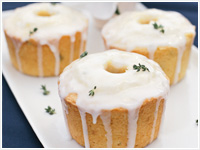 Lemon cakes with lemon icing and thyme