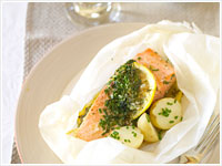 Herbed salmon parcels