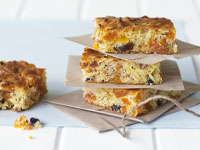 Muesli and apricot slice