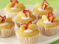 Butterfly cakes with strawberry yogurt