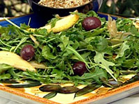 Pear & blue cheese salad