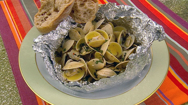 Clam parcels with garlic butter