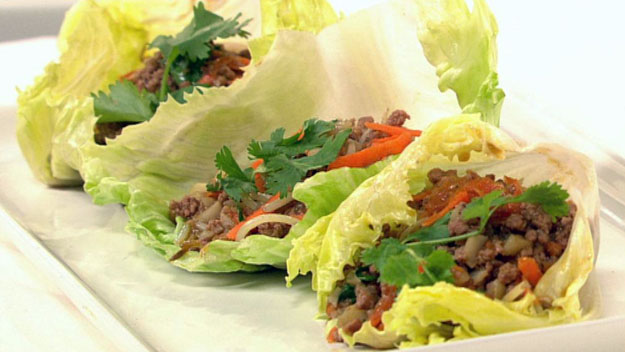 Stir-fried beef mince with vegies served in lettuce cups