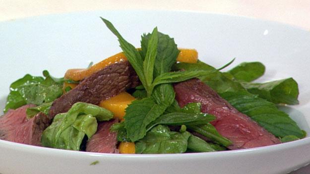 Beef & mango salad