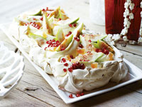 Pavlova with figs and turkish delight