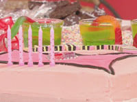 Party cake — handbag and <i>Snakes Alive</i> jelly cups