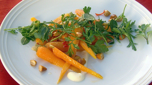Organic carrot salad with yoghurt, almond and honey dressing